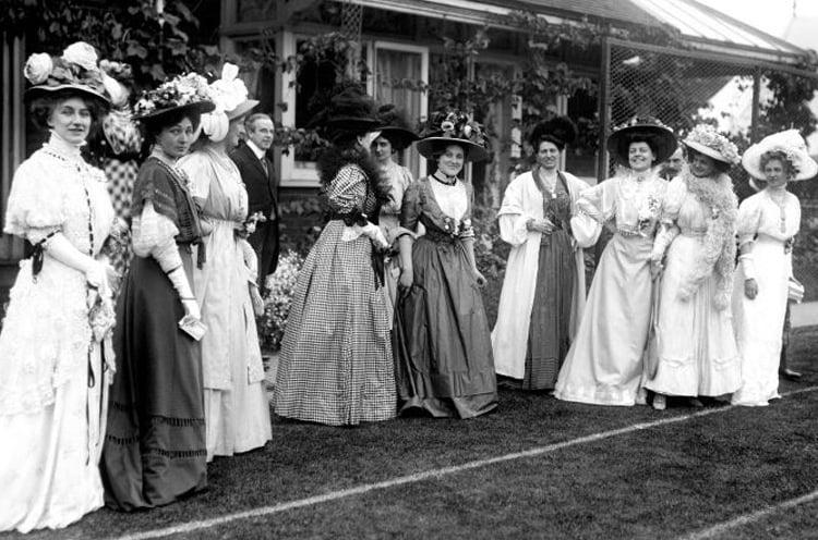 victorian era fashion bustle