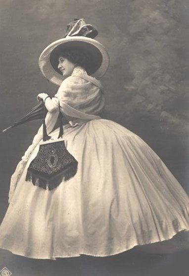 victorian era fashion for womens