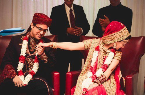 Wedding Gift For Pakistani Bride : Fashion Lady gives you some cute moments of real life dulha dulhan ...