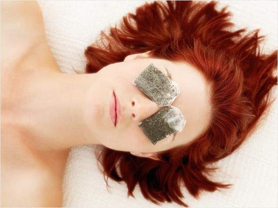Chilled green tea bags for puffy eyes