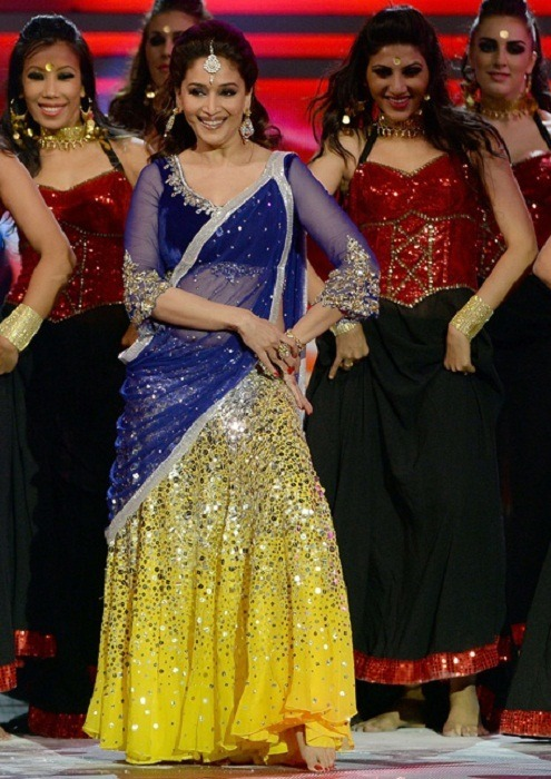 Madhuri-Dixit-in Blue Yello half Saree iifa