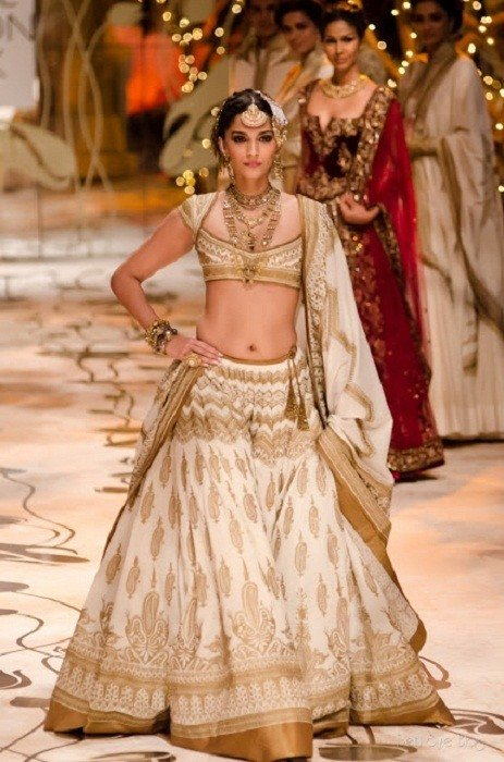 Sonam Kapoor Rohit Bal bridal collection