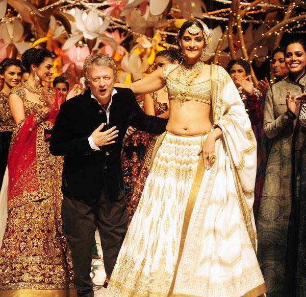 sonam kapoor rohit bal bridal fashion week