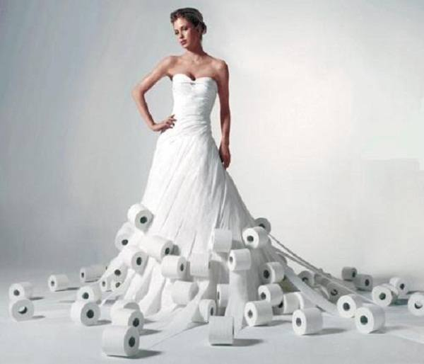 10 Weird Dresses Made from Recycled MaterialsDress Made Out Of Recycled Materials