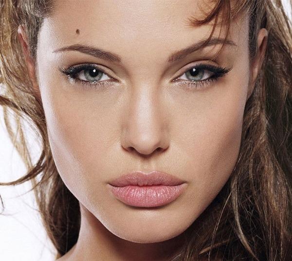 Angelina Jolie invisible eyeliner