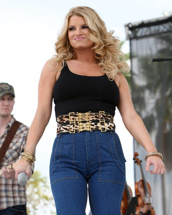 jessica simpson mom jeans ridiculous fashion trend