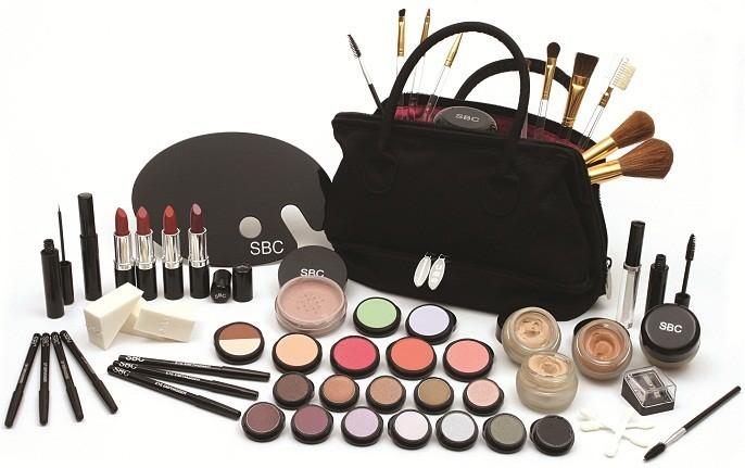 managing makeup kit