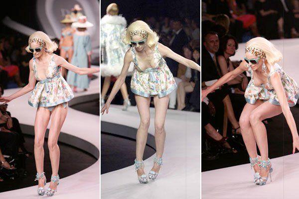Fashion Model Runway Falls Models-falling-on-runway