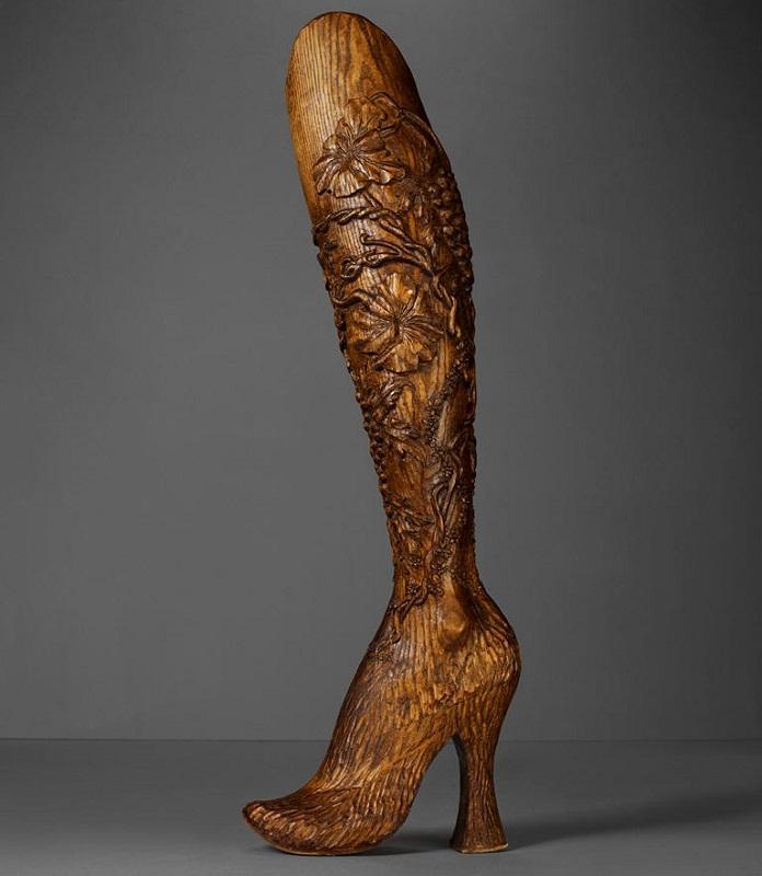 aimee mullins alexander mcqueen wooden legs
