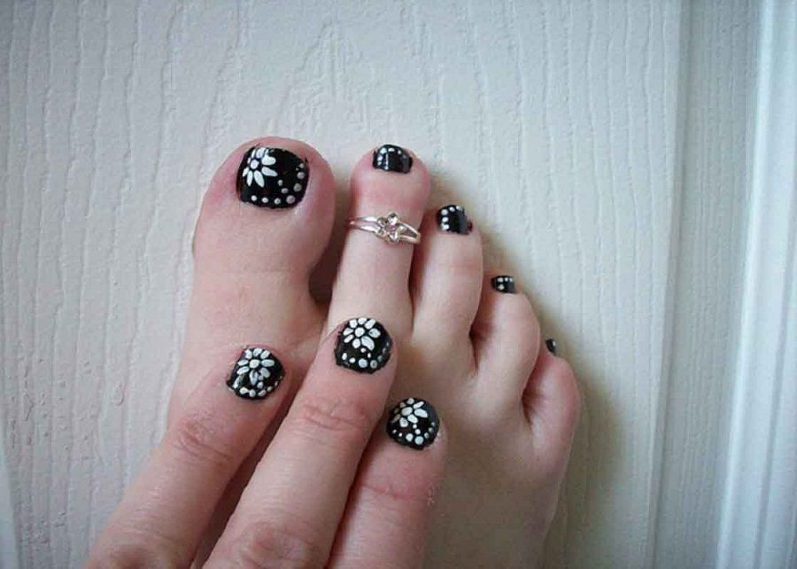 Nail art designs for short nails get fashionailable this season black and white floral toenail easy nail designs prinsesfo Choice Image
