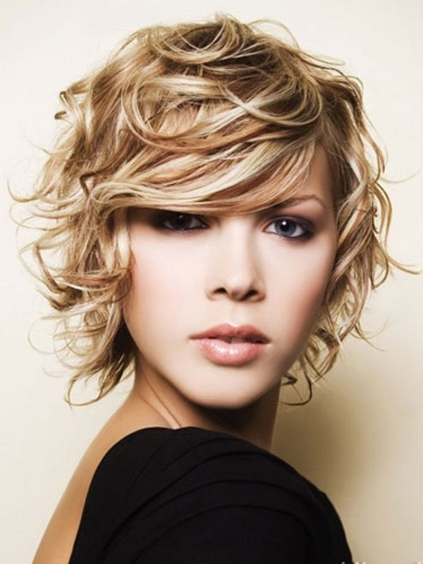 Flirty Flip hair style for round face