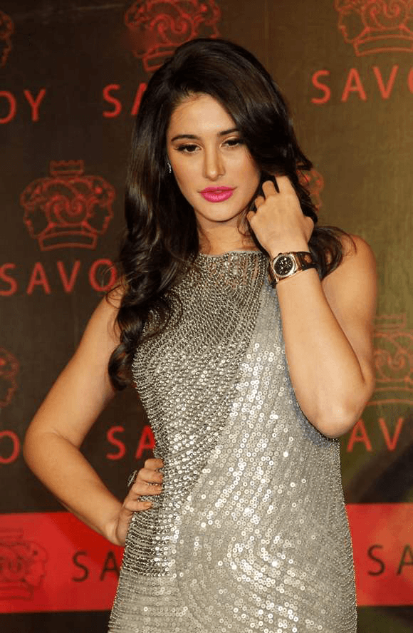 Nargis-Fakhri-opts-for-Rohit-Gandhi-Rahul-Khanna-gown-for-attending-the-launch-of-Savoy-luxury-watch-brand-held-in-Mumbai-on-November-13-2013-