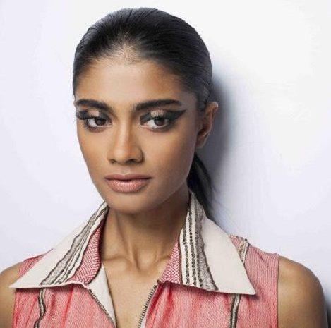 Kavita Bhartia cateye makeup
