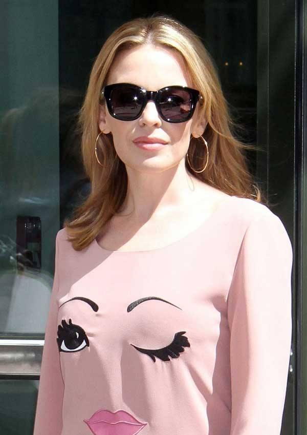 Kylie-Minogue-shines-in-Oversized-Sunglasses