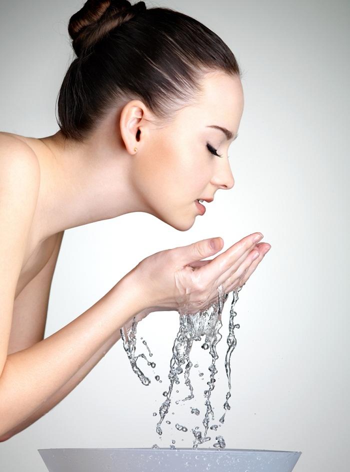 bad beauty habit not washing face at night