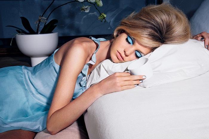 bad beauty habit sleeping with makeup