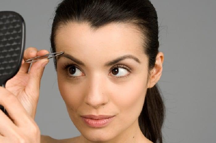 bad beauty habit tweezing eyebrows
