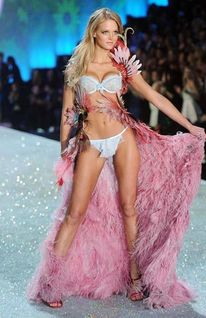 Erin-Heatherton-at-2013-Victoria's-Secret-Fashion-Show