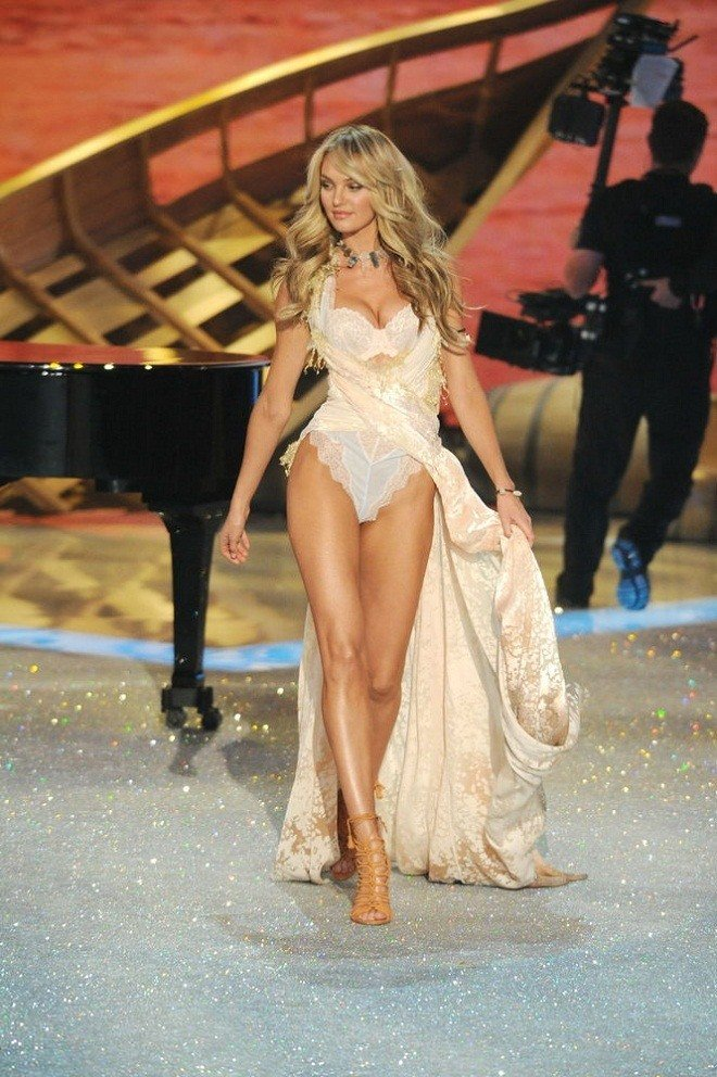 Candice-Swanepoel-at-2013-Victoria's-Secret-Fashion-Show