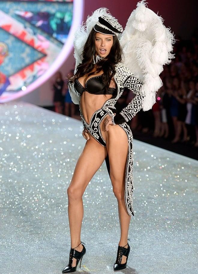 Adriana-Lima-at-2013-Victoria's-Secret-Fashion-Show