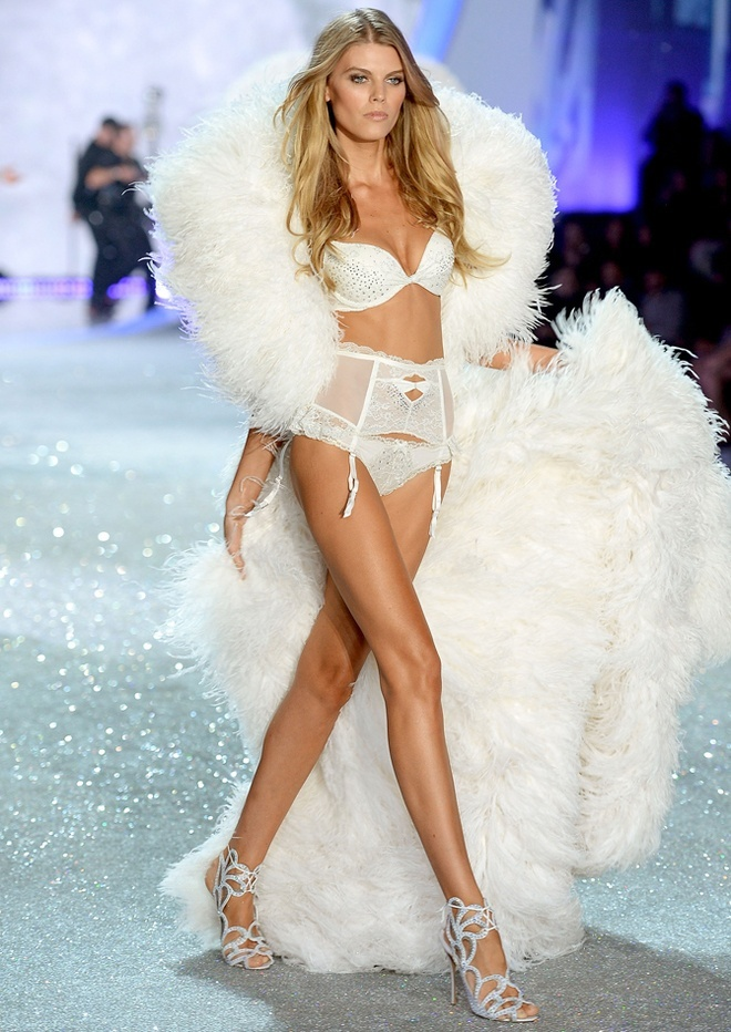 Maryna-Linchuk-at-2013-Victoria's-Secret-Fashion-Show