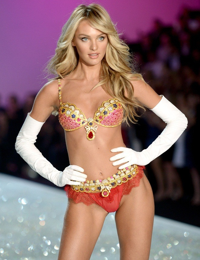Candice-Swanepoel-$10-million-Fantasy-Bra-at-2013-Victoria's-Secret-Fashion-Show
