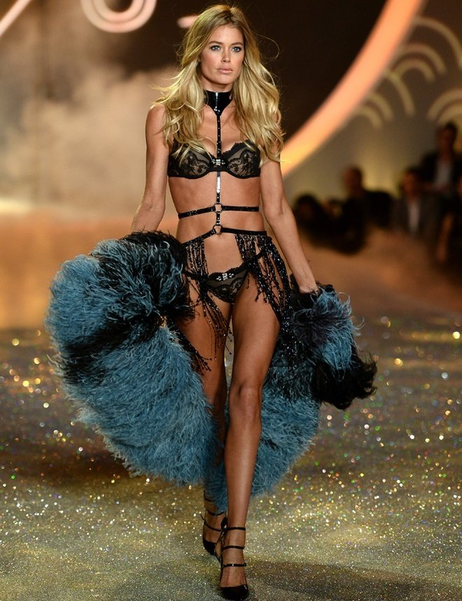 Doutzen-Kroes-at-2013-Victoria's-Secret-Fashion-Show