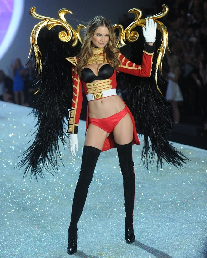 Behati-Prinsloo-at-2013-Victoria's-Secret-Fashion-Show