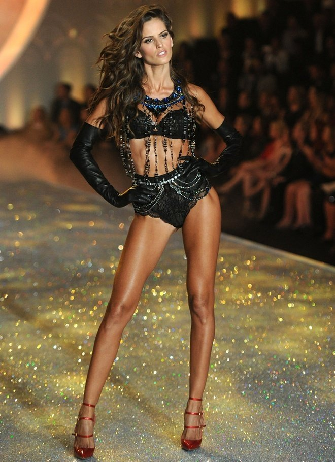 Izabel-Goulart-at-2013-Victoria's-Secret-Fashion-Show