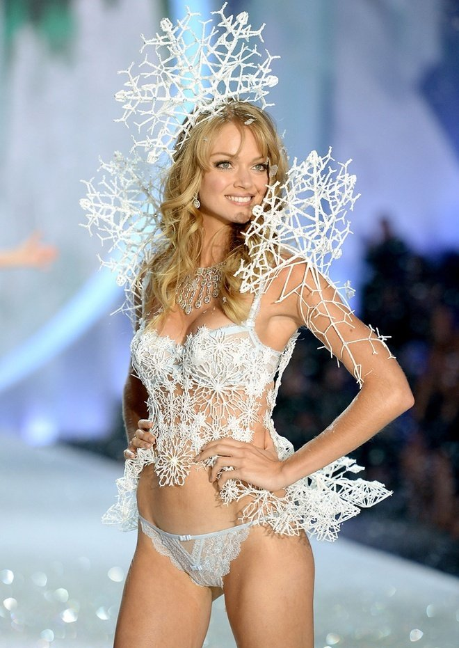 Lindsay-Ellingson-at-2013-Victoria's-Secret-Fashion-Show
