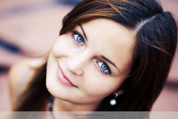 Fashion Color Tips for Blue-Eyed Woman