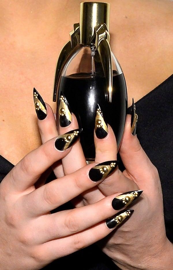 Lady-gaga-fake-acrylic-nail