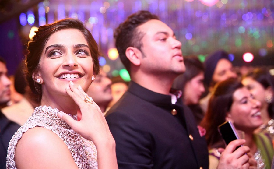 Sonam-Kapoor-Ahana-Wedding-Reception