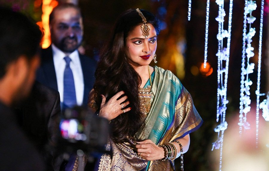 rekha-ahana-deol-reception
