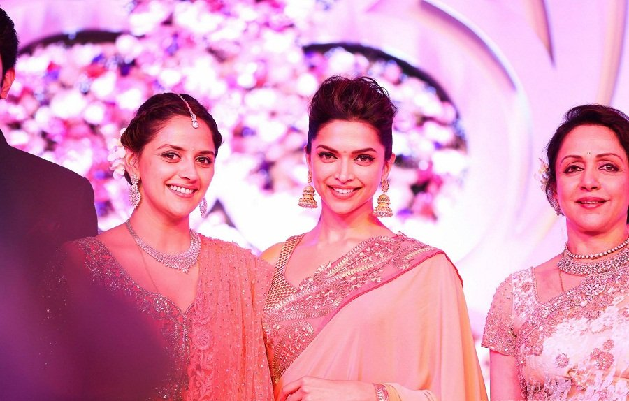 Deepika-padukone-Ahana-Wedding-Reception