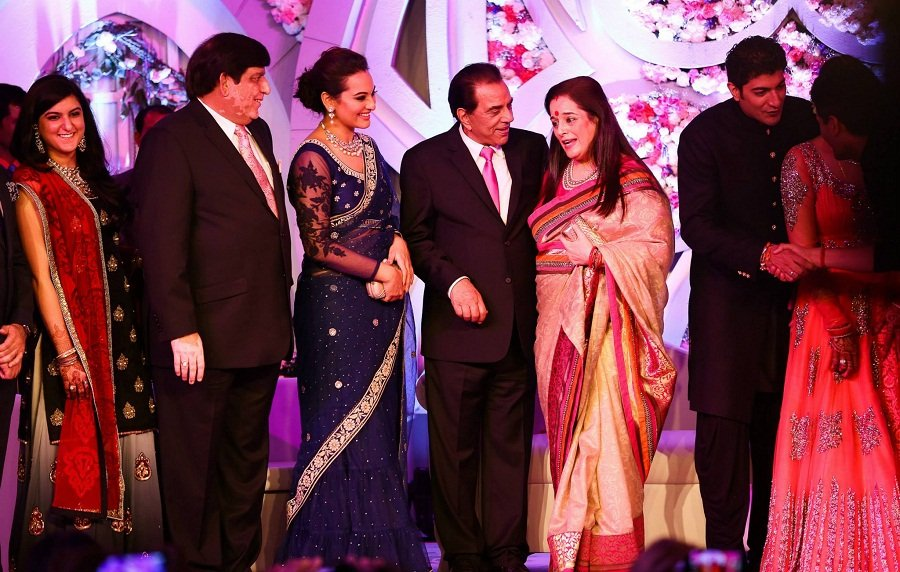sonakshi-sinha-Ahana-Wedding-Reception