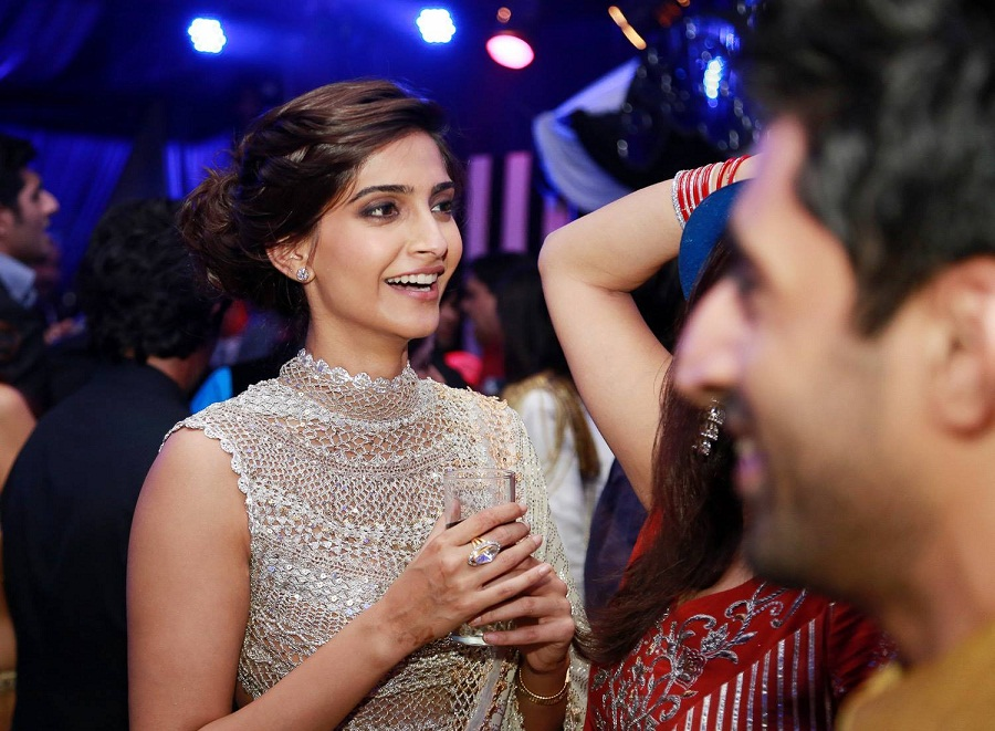 Sonam-Kapoor-Ahana-Wedding-Reception