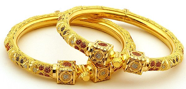 statement-jewelry-bangles