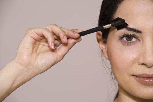 over-reliance-on-eyebrow-pencil