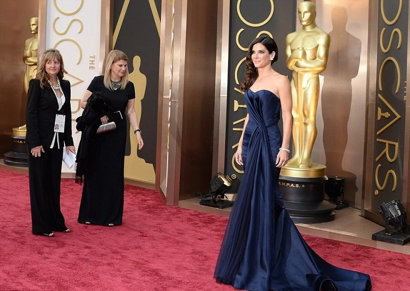 sandra-bullock-oscars-2014-red-carpet