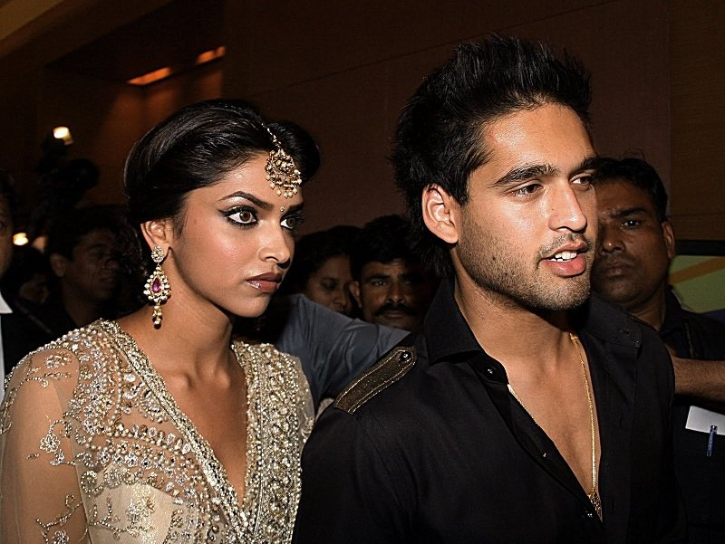 Deepika-Padukone-RK-Tattoo-on-Neck-siddharth-mallya