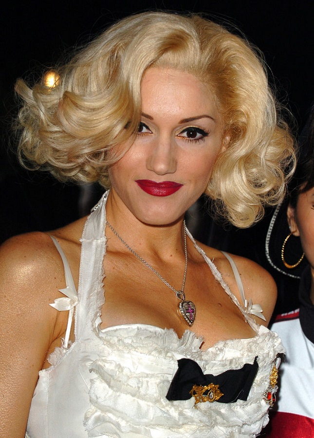 Gwen-Stefani-has-talked-about-molding-her-trademark-look-after