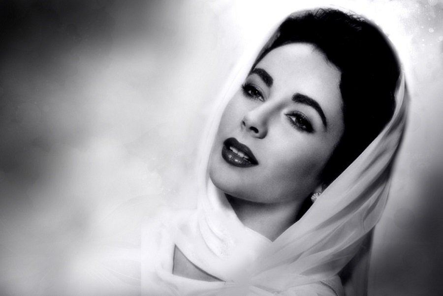 Top 10 Reasons That Made Elizabeth Taylor Look So Attractive