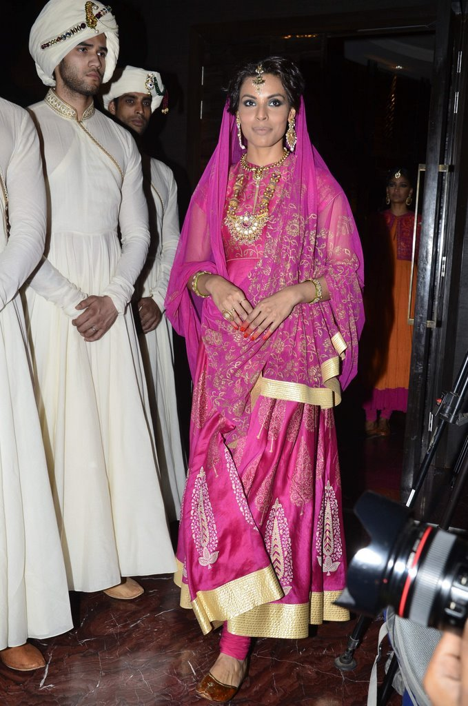 shraddha-kapoor-walks-for-rohit-bal-jabong