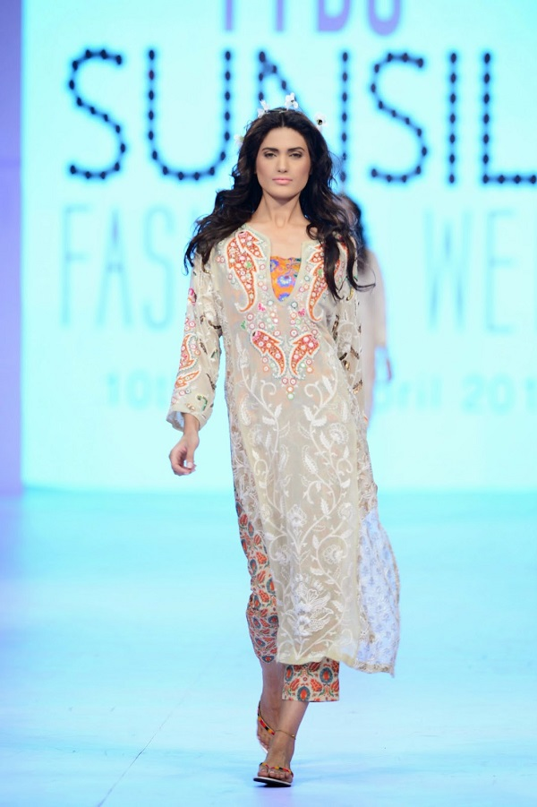 PFDC-sunsilk-fashion-week-BeechTree-cropped-pants