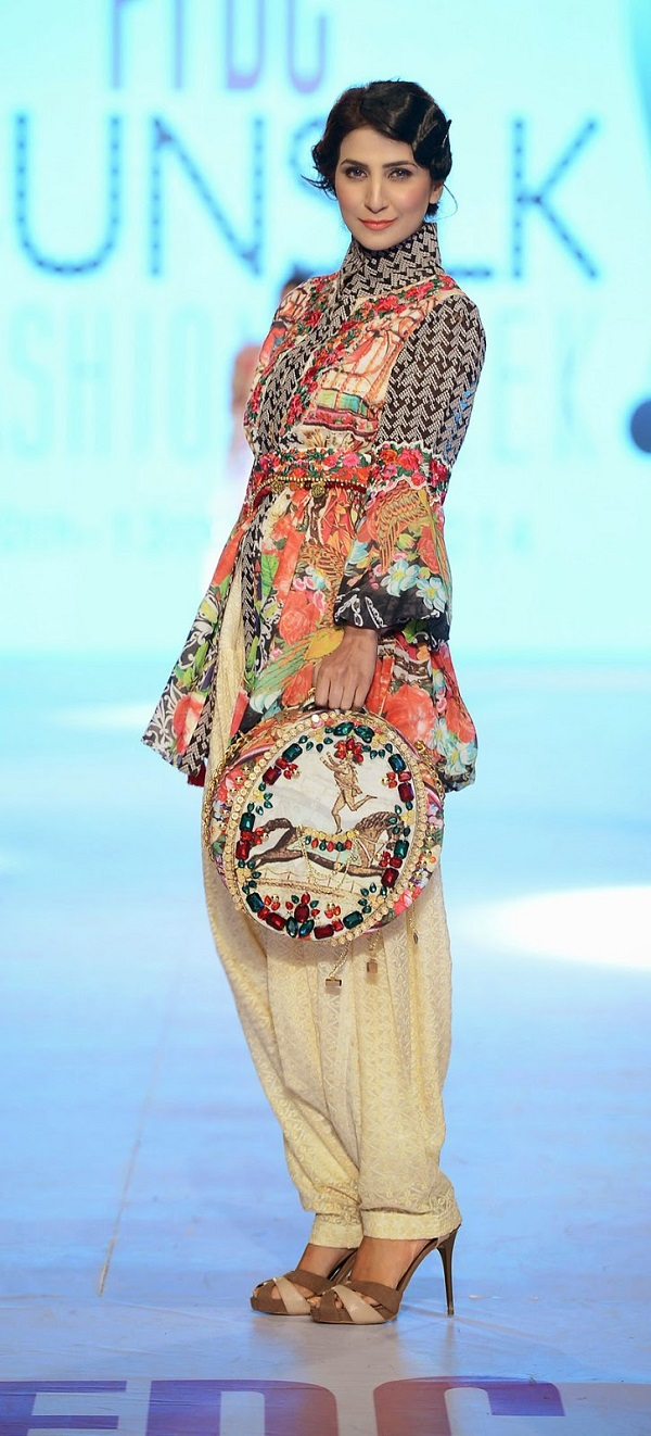 PFDC-sunsilk-fashion-week-Khaadi-Khaas
