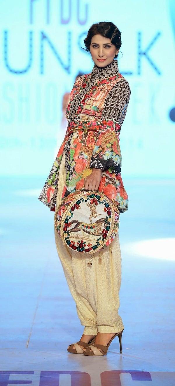 PFDC-sunsilk-fashion-week-Khaadi-Khaas