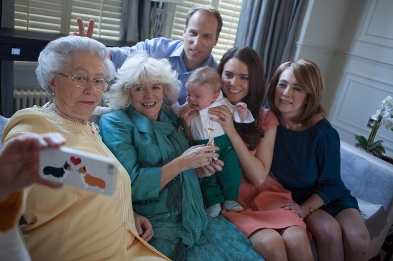 mothers-day-queen-selfie