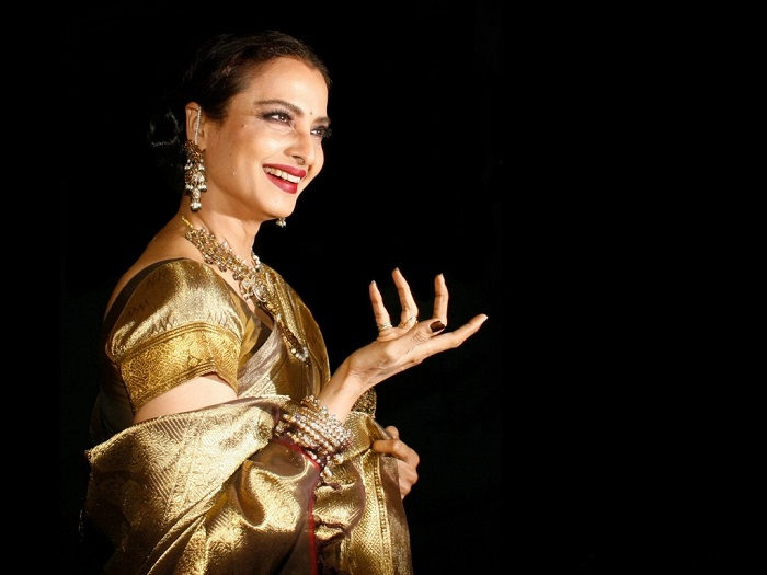 Rekha-in-traditional-dress-62143532