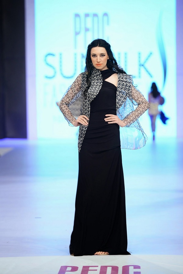 PFDC-sunsilk-fashion-week-Sania-Maskatiya-organza-shrug (2)